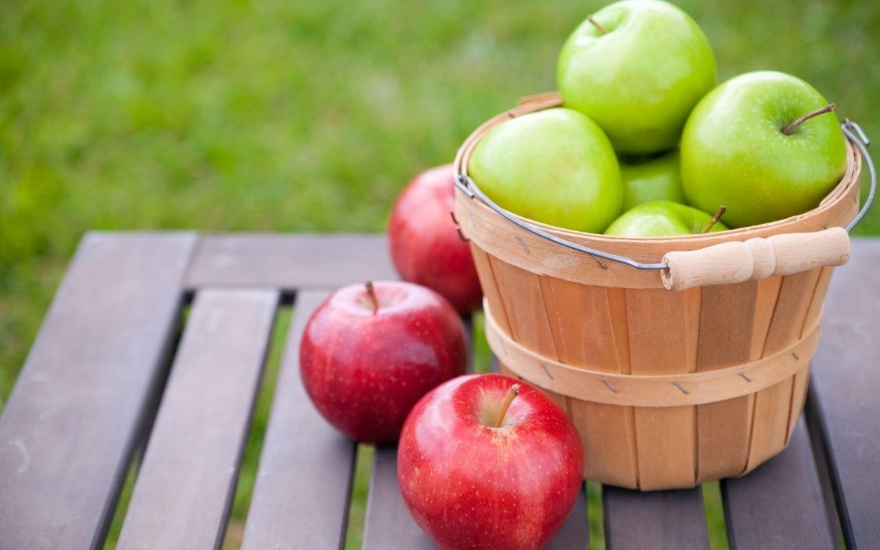 apples-foods-that-whiten-teeth-Bradford-Dentist