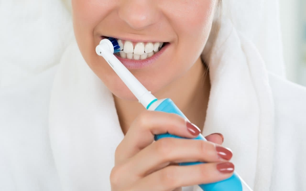 switch-to-electric-toothbrush-for-tooth-pain-and-sensitivity-Bradford-Family-Dentistry
