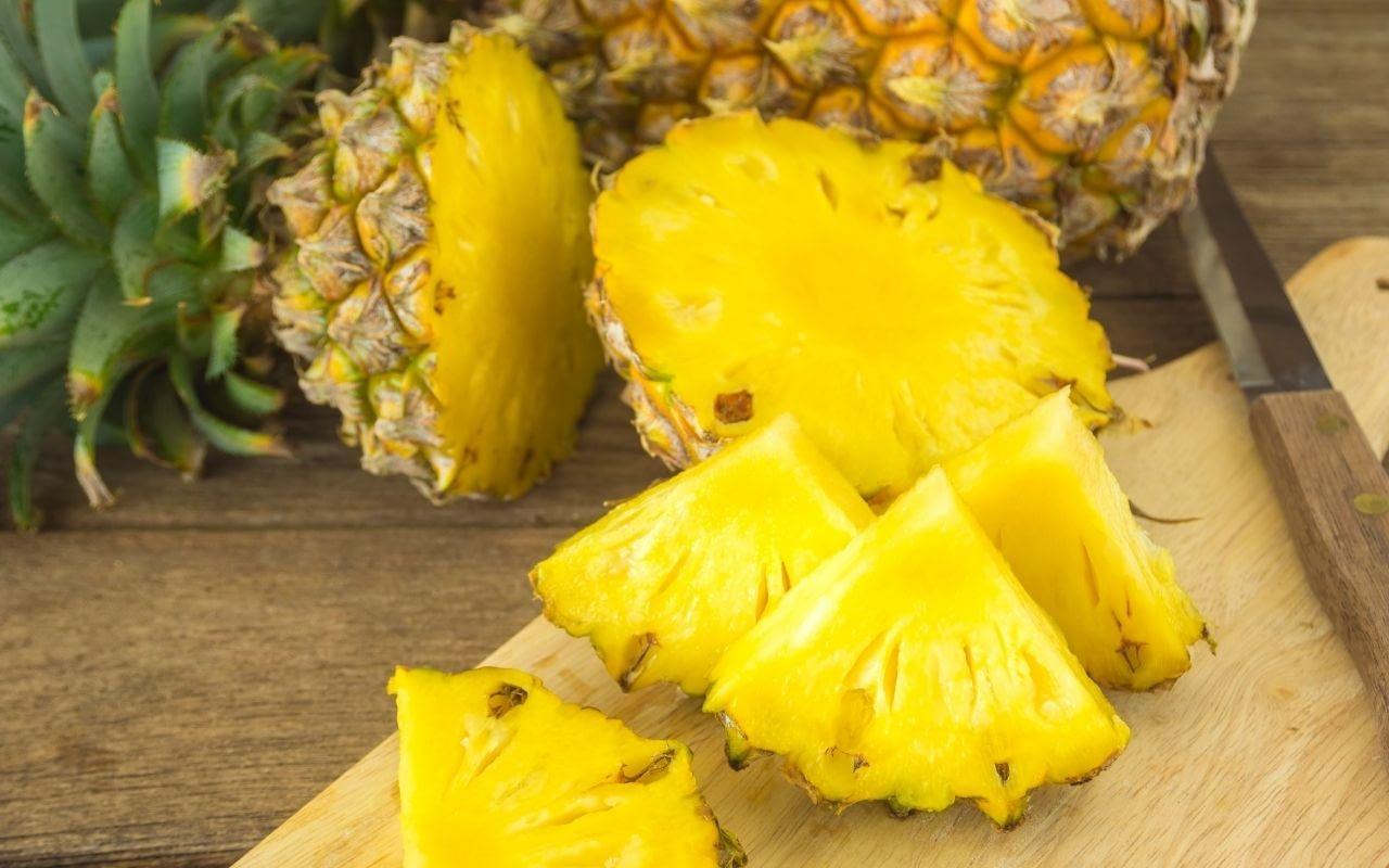 pineapple-foods-that-whiten-teeth-Bradford-Dentist