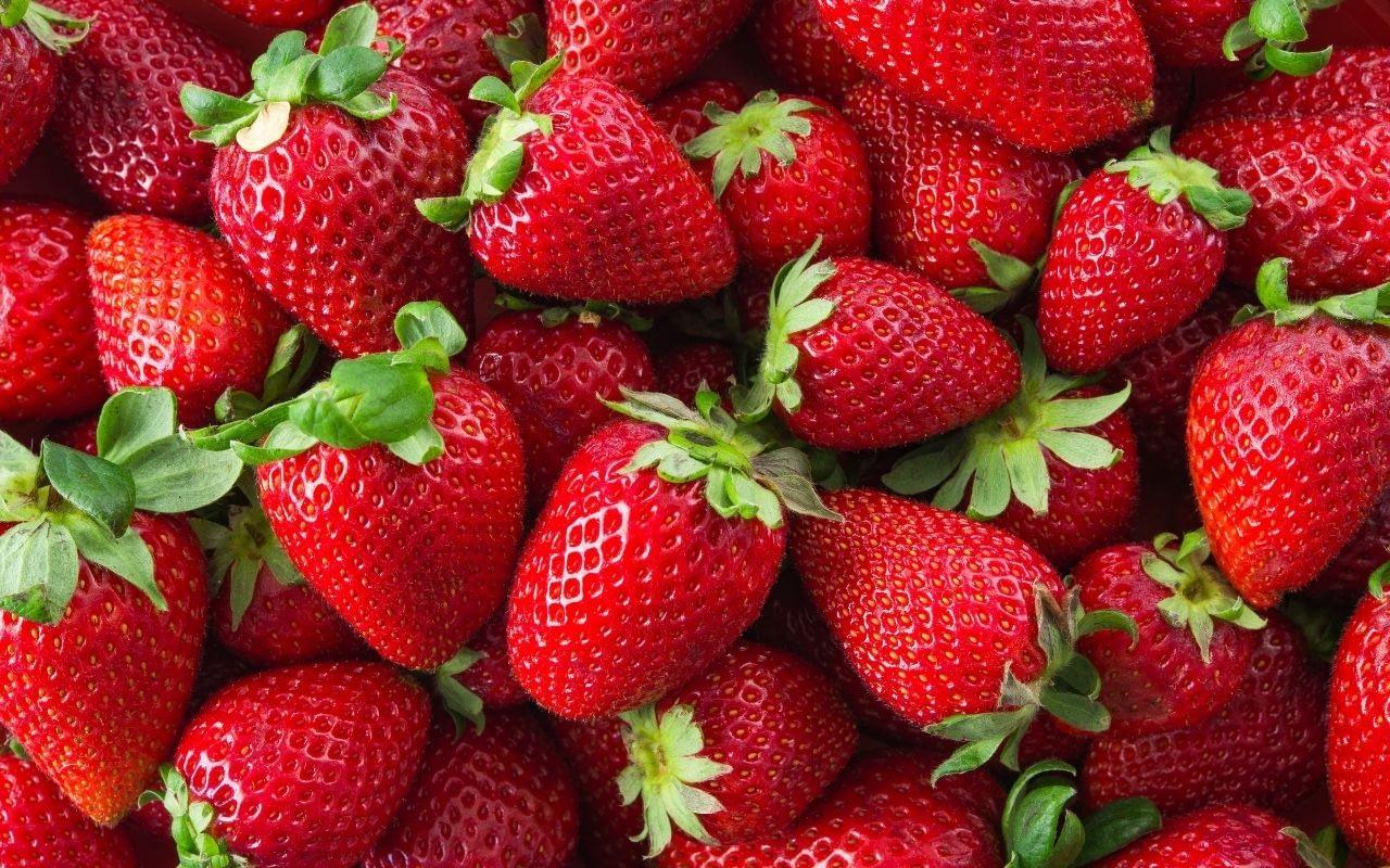 strawberries-foods-that-whiten-teeth-Bradford-Dentist